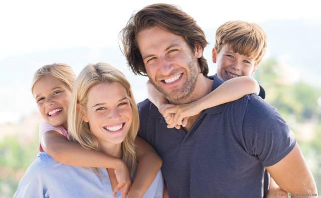 Gesunde Zähne und gesundes Zahnfleisch mit Prophylaxe